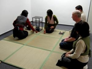 Teeunterricht im japanischen Kulturzentrum 日本文化センターでの茶道のお稽古